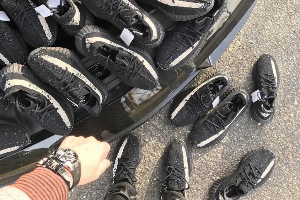 adidas YEEZY BOOST 350 V2 HYPEFEET