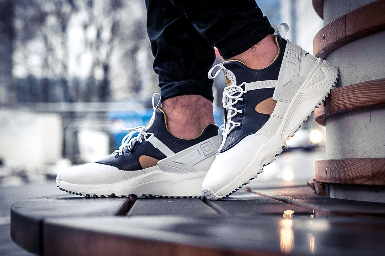 36d667c2df18 Nike Huarache Premium Gold