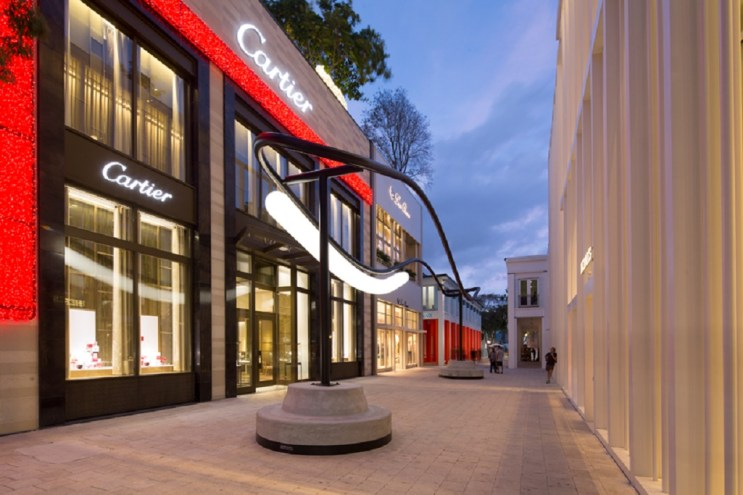 """Philippe Malouin Turns Miami's Design District Into Live Art for """"The Speed of Light"""""""