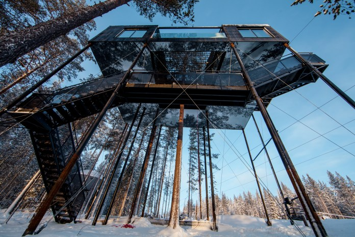 """The 7th Room"" Treehouse Cabin Provides Breathtaking Views of Sweden"