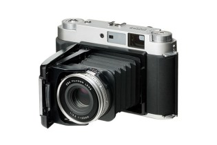 The Fujifilm GF670 Medium Format Camera Returns for a Limited Time