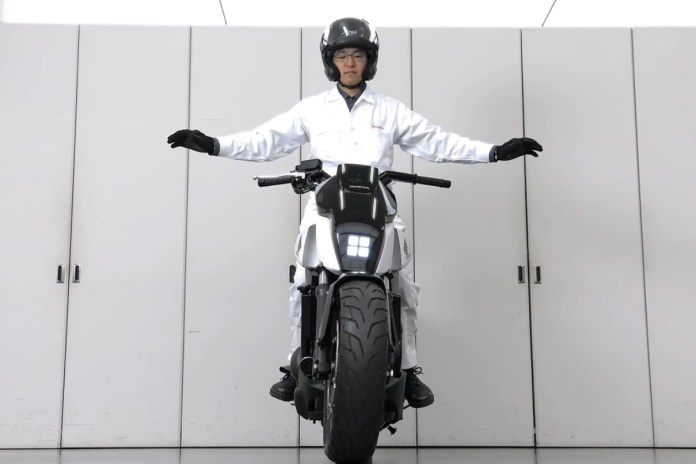 Honda Reveals the Self-Balancing, Self-Driving Motorcycle of the Future