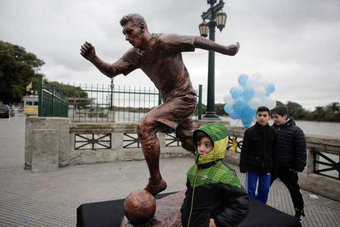 Lionel Messi Argentina Statue Destroyed; Vandals Remove Head and Torso