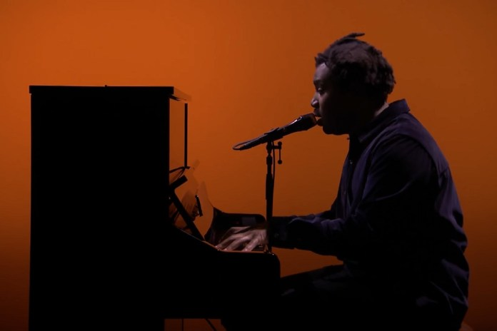 "Sampha Delivers Jaw-Dropping Performance of ""(No One Knows Me) Like The Piano"" For 'Jimmy Fallon'"
