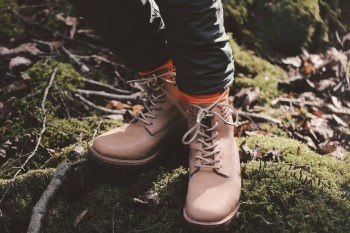 SHIPS JET BLUE Brings Horween Leather to Timberland's 6-Inch Boot