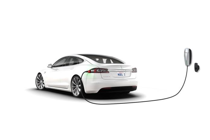 Tesla Hires Former Apple Designer Matt Casebolt to Its Engineering Team