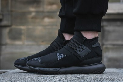 "Y-3 Updates the ""Triple Black"" Qasa High With a Geometric Pattern"