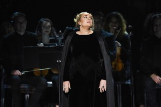 Adele Pays Tribute to George Michael at the 2017 GRAMMYs
