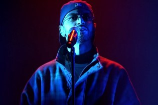 "Big Sean Performs ""Halfway Off The Balcony"" on 'Fallon'"