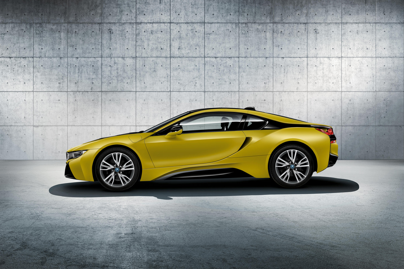 BMW i8 Protonic Frozen Black Frozen Yellow BMW Individual Program