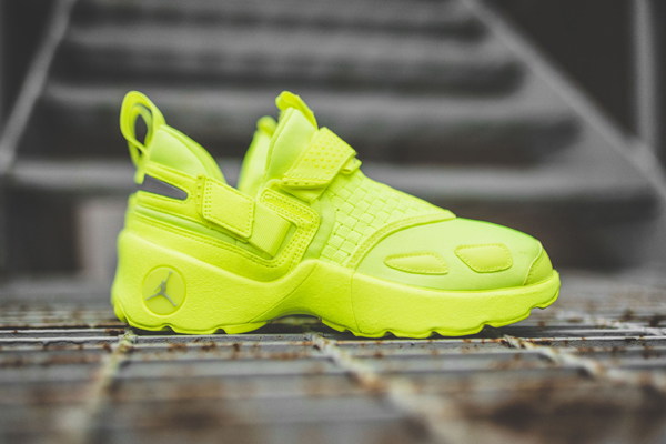 "The Jordan Trunner LX Energy Gets a Quickstrike ""Volt"" Makeover"