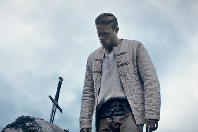 The Battle Between Charlie Hunnam and Jude Law Heats up in 'King Arthur: Legend of the Sword'