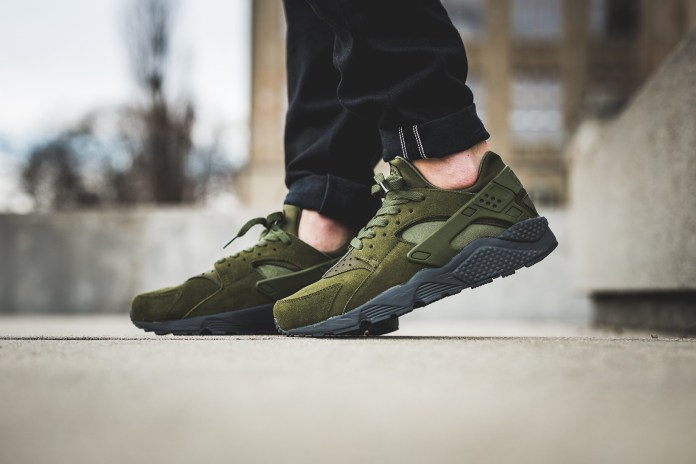 "Nike Covers the Air Huarache In ""Legion Green"""