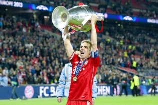Bayern Munich Captain Philipp Lahm Announces His Plan to Retire at the End of the Season
