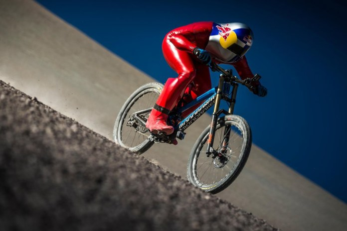 Watch This Mountain Biker Set Insane World Record for Fastest Downhill Speed