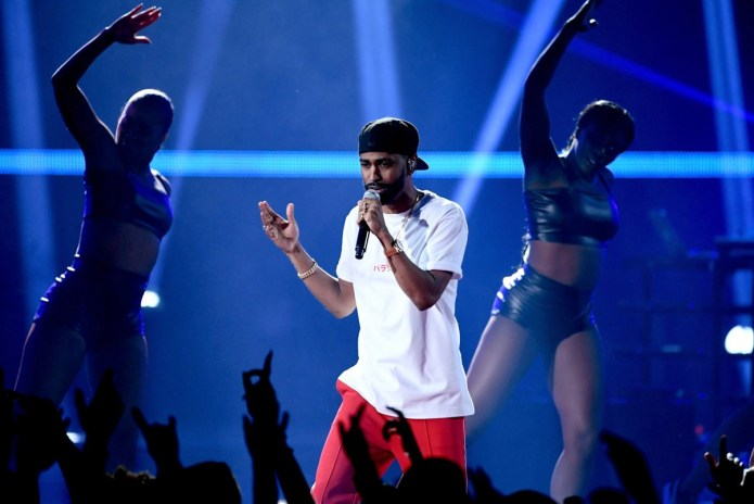"Watch Big Sean Perform ""Bounce Back,"" ""Moves"" & ""Voices In My Head"" at #iHeartAwards"