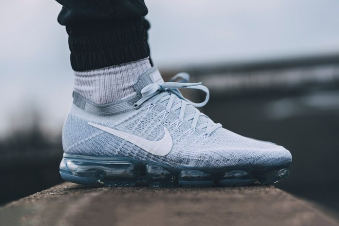 "A Closer Look at the Nike Air VaporMax Flyknit ""Pure Platinum"""