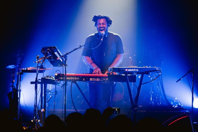 "Listen to Sampha Cover Drake's ""Controlla"" in Radio 1 Live Lounge"