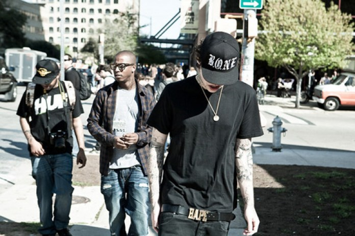 Rich Hil featuring Travis McCoy – Bad