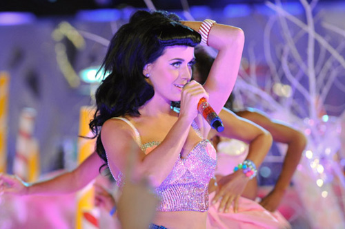 Katy Perry featuring Snoop Dogg - California Girls (MSTRKRFT Remix)