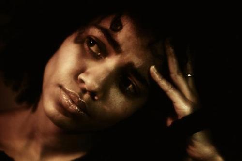 Nneka featuring Nas - Heartbeat (Remix)
