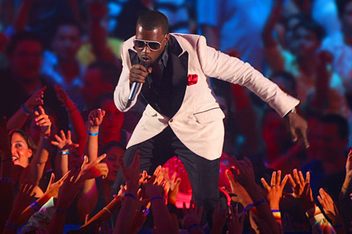 Kanye West Returns To MTV's VMA-Stage