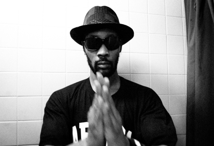 Outlines featuring RZA – Visions