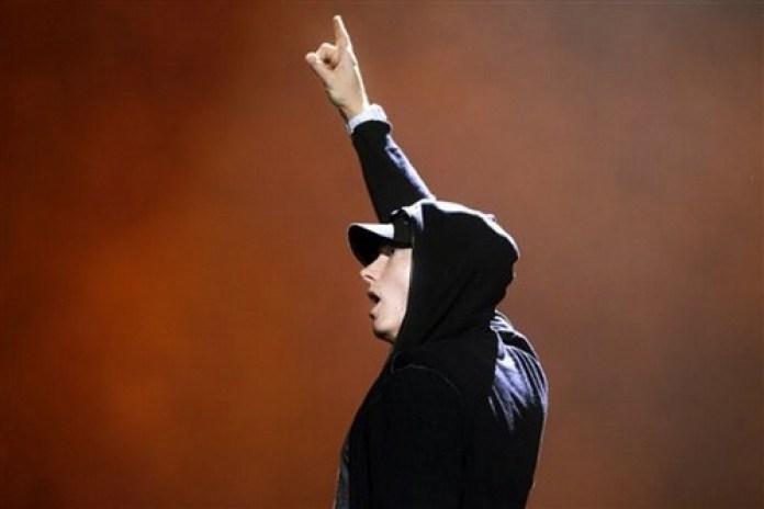Eminem featuring Royce Da 5'9 - Living Proof