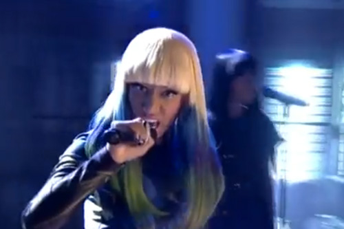 Nicki Minaj – Moment 4 Life (Live On Lopez Tonight)