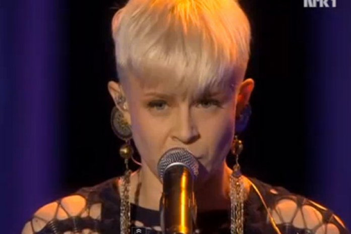 Robyn - Dancing On My Own & Indestructible (Live @ Nobel Peace Prize Awards)