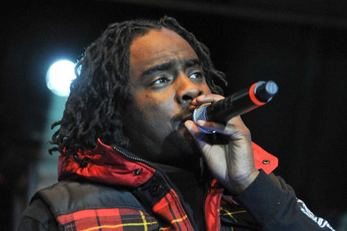 Wale featuring Roscoe Dash - Talk2Me