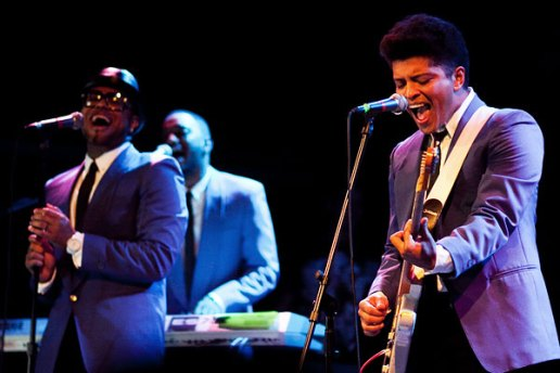 Bruno Mars featuring Johnny Angel - Tonight