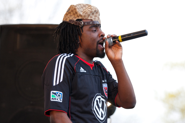 Wale featuring Lloyd - Let's Chill