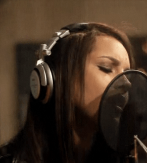 Alicia Keys featuring Eve – Speechless