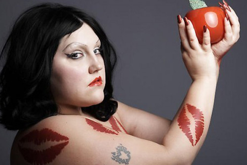 Beth Ditto featuring Simian Mobile Disco – Open Heart Surgery