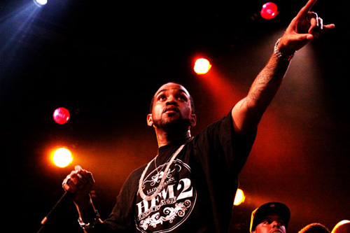 Lloyd Banks featuring Jim Jones - Fly Like The Wind