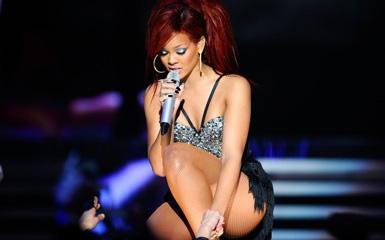 Rihanna, Kanye West & Drake - NBA All-Star Halftime Performance