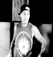 Travis Barker featuring the Clipse - Come N Get It