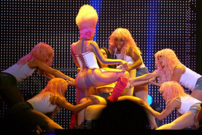 Britney Spears featuring Nicki Minaj & Ke$ha - Till the World Ends (Remix)