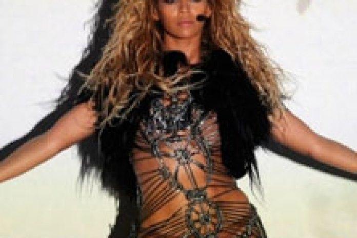 Beyonce - Run the World (Girls) (Billboard Music Awards Live Performance 2011)