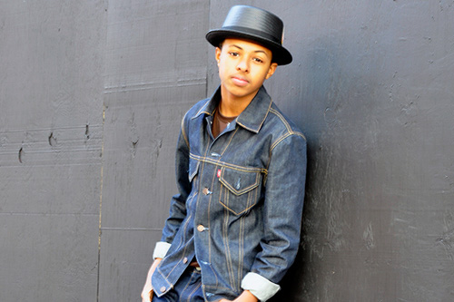 Diggy Simmons featuring Bruno Mars – Click Clack Away