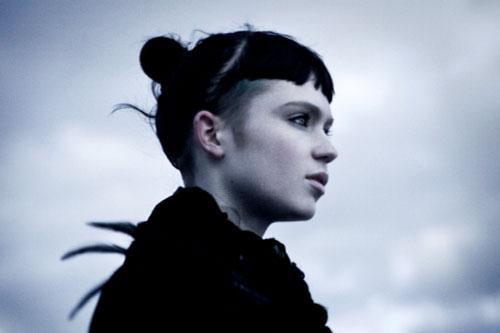 Majical Cloudz featuring Grimes - Dream World