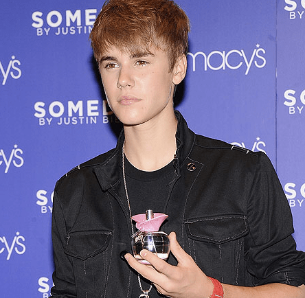 "Justin Bieber ""attacked"" outside of Macy's in NYC"