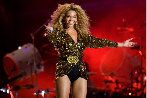 Beyoncé remains on top of album charts