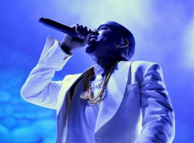 Kanye West – Dark Fantasy (Live at Essence Music Festival)