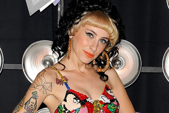 "Kreayshawn debuts new ""Left Eye"" song in Chicago"