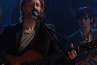 Radiohead's Thom Yorke & Jonny Greenwood - Give Up the Ghost (Live on Fallon)