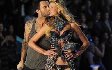 "Victoria's Secret Angels lip sync Maroon 5's ""Moves Like Jagger"""