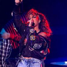 Rihanna - We Found Love (Live on X Factor)