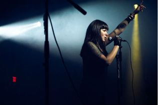 Sleigh Bells - Born to Lose